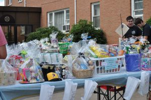 sundance-vacations-charities-strength-4-richard-cancer-fundraiser-laury-basket-raffle